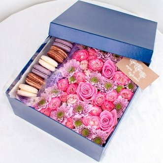 7 макарун с розами и хризантемами