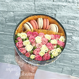 5 макарун с кустовыми розами